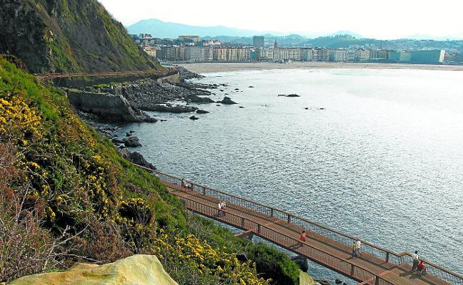 Costas dice que el Ayuntamiento no ha mostrado interés por recuperar la pasarela de Monpas