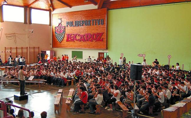 El Instituto de Lekaroz participa en 'Musiqueando', una jornada de conciertos escolares en la calle