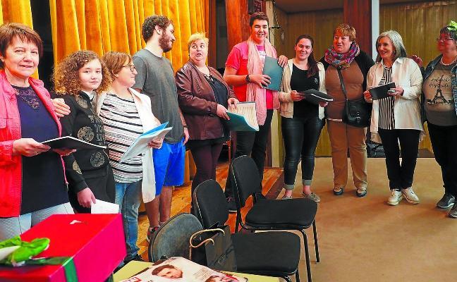 El grupo Arco Iris se pregunta '¿Y quién nos manda hacer teatro?'