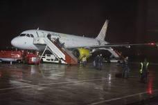 El aeropuerto de Hondarribia sortea la huelga de pilotos de Vueling, pero no los desvíos por la meteorología