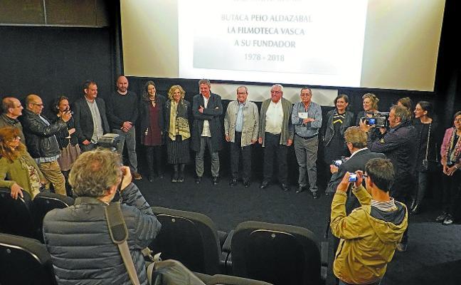 Una butaca en la sala de Filmoteca Vasca rinde homenaje a su fundador