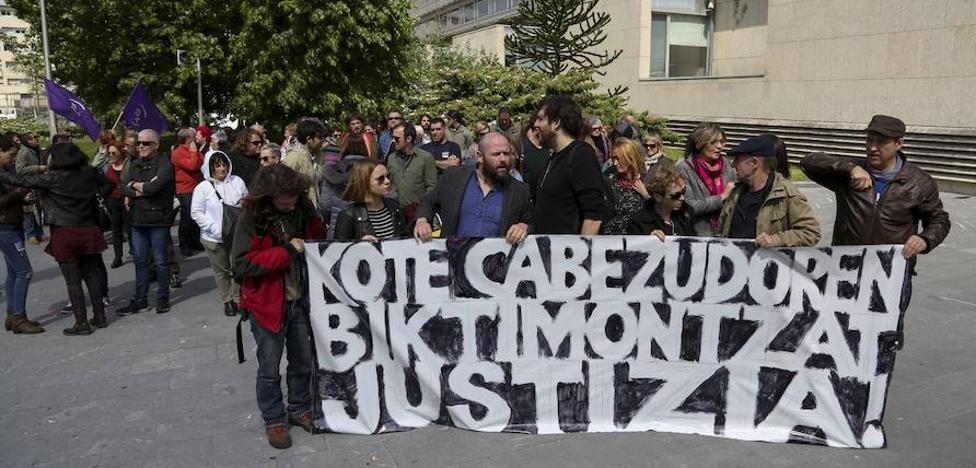 El nuevo juez envía a prisión sin fianza al fotógrafo Kote Cabezudo por abusos