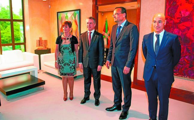 Tapia zanja la polémica y dice que Siemens Gamesa tiene «compromiso con el país»