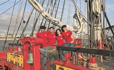 'L'Hermione' pone rumbo a Pasaia