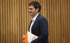 Rivera insta a Rajoy a impedir la investidura del «xenófobo y radical» Torra