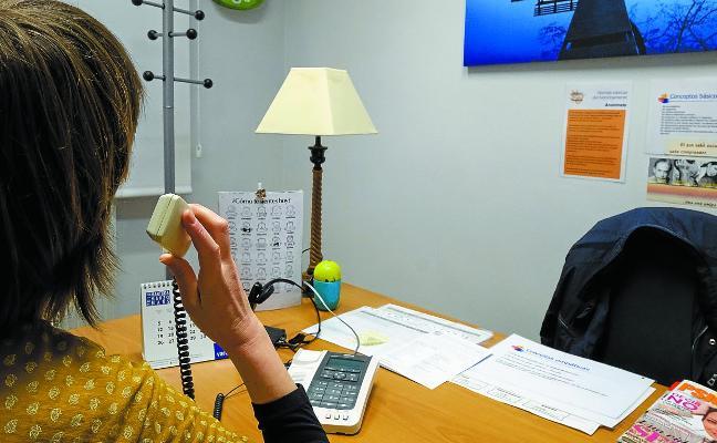 «Los hombres requieren más atención telefónica, porque su red de apoyo social es más limitada»