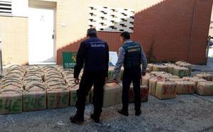 Zoido vincula la agresión a unos agentes en Algeciras con la «violencia callejera»