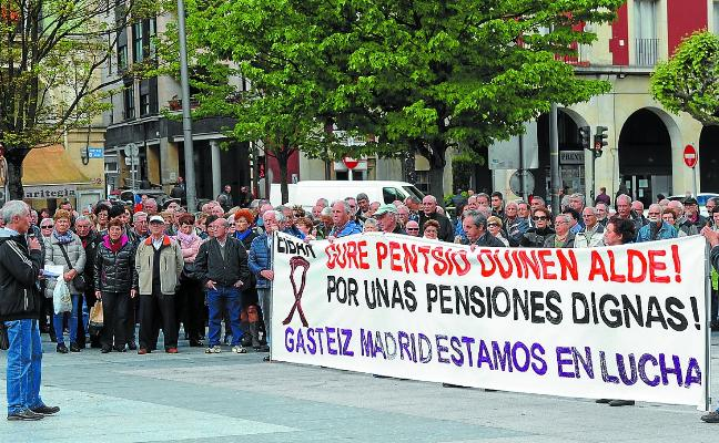 Los pensionistas presentan una moción para que se garanticen sus peticiones