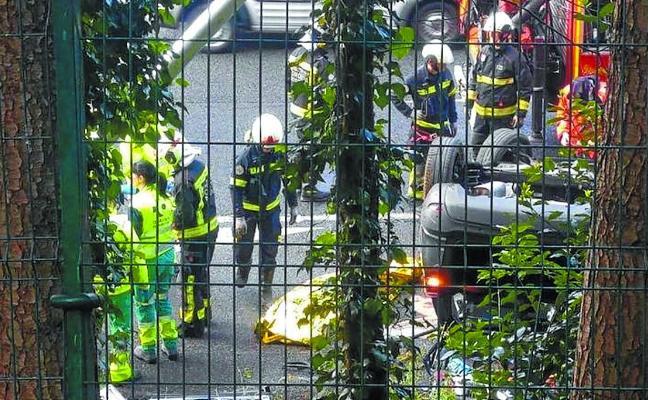 Un vecino de Barcelona muere al volcar su coche en la variante de San Sebastián