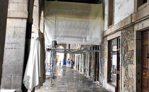 Arrancan las obras en los soportales de la plaza