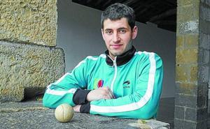 Jon Erasun (finalista del Manomanista Promoción): «Caeremos antes de llegar a 500 pelotazos»