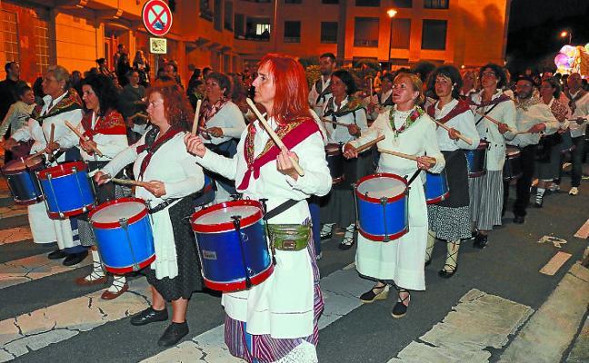 El barrio de Santa Marina celebra esta noche su gran tamborrada