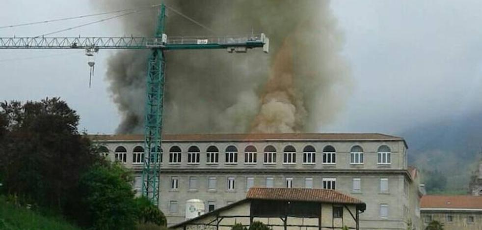 Aparatoso incendio en el Santuario de Loiola