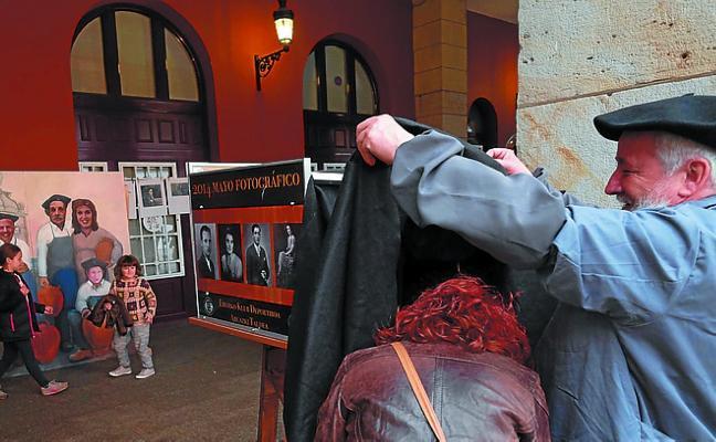 Retratos callejeros esta tarde en Unzaga con Mayo Fotográfico