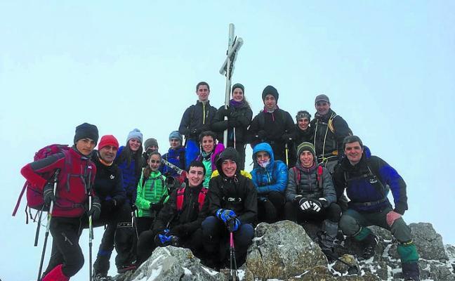 Festival de bertsolaris de altura para ayudar a hacer realidad en el Himalaya el proyecto 'Oxigenoa euskarari 6.000 metroan'