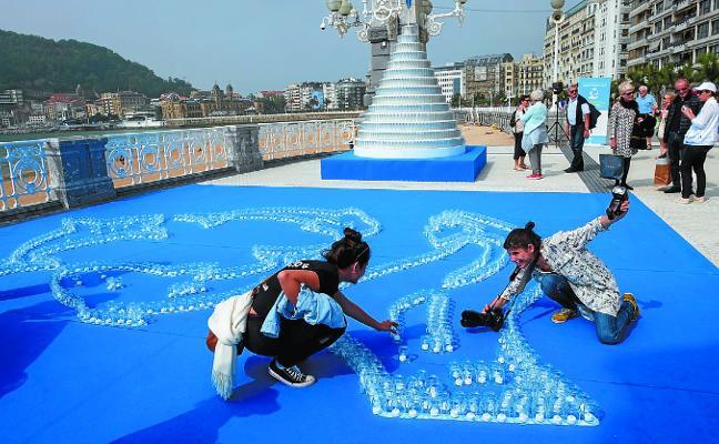 Donostia se compromete con el uso y reciclaje del vidrio con un mosaico