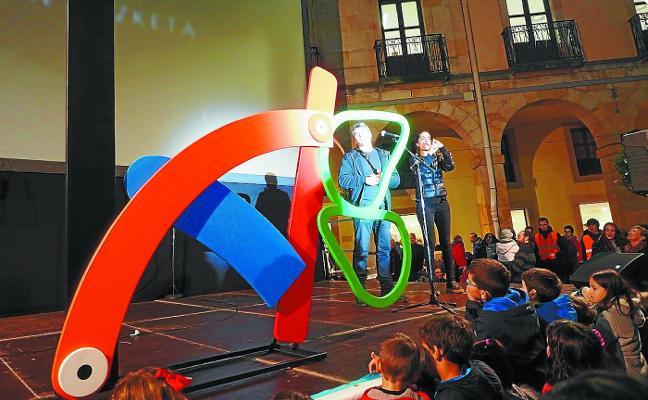 La Ikastola lleva el Kilometroak 2018 al Kursaal con el espectáculo 'Zubirik Zubi'