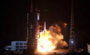 China lanza un satélite para comunicarse con la cara oculta de la Luna