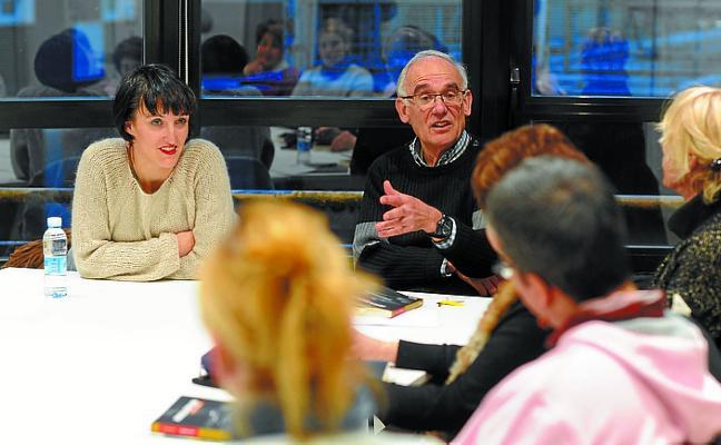 La traductora Koro Navarro participa en 'Harixa emoten'