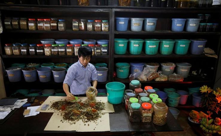 Una farmacia en Hanoi