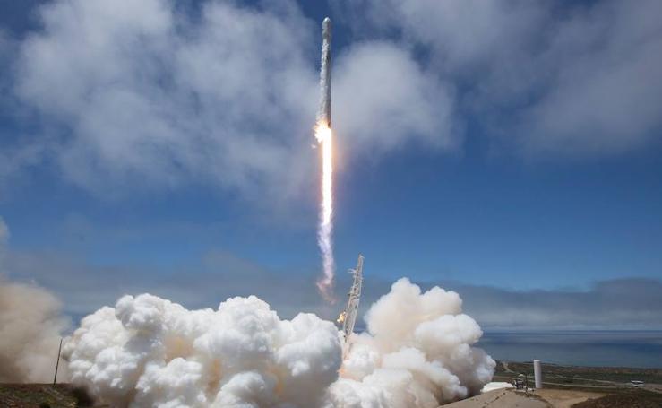 El cohete SpaceX Falcon 9 sale de misión