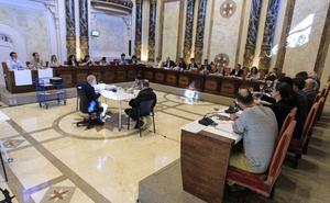 El Pleno acuerda que no se puedan abrir más pensiones y alojamientos en la Parte Vieja