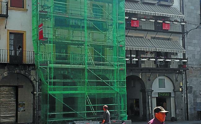 Derribarán uno de los edificios de la plaza debido a su mal estado
