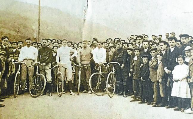 Pioneros del ciclismo arrasatearra