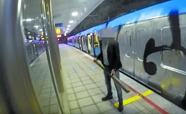 Maquinistas de Euskotren denuncian nuevos ataques de los grafiteros
