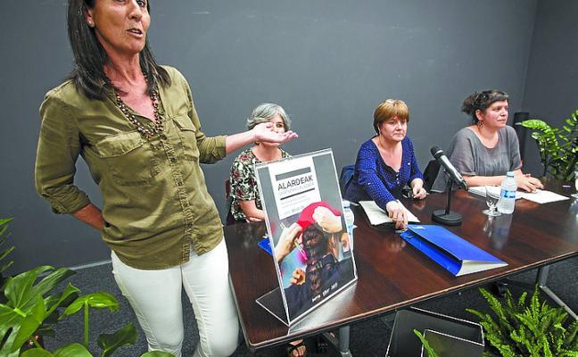 El libro 'Alardeak, ukatutako plazara' se presentó en el CBA