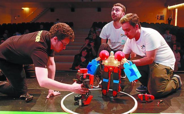 Duelo entre robots en Ficoba