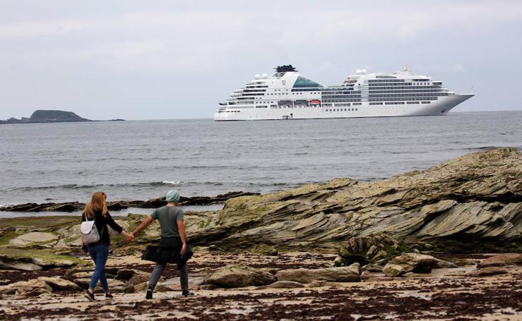 El 'Seabourn Ovation' conquista Hendaia