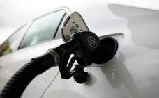 La subida de los carburantes casi duplica la inflación en mayo al situarla en el 2%