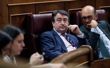 Rajoy mantiene contacto directo con el PNV horas antes del debate de la moción de censura