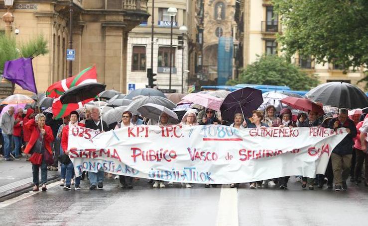 Los pensionistas guipuzcoanos se concentran un lunes más en Donostia