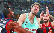 El Baskonia golpea con fuerza a un flojo Barcelona