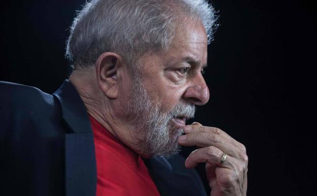 Lula reitera desde la prisión que será candidato por la