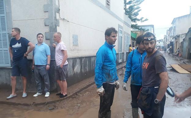 """Rafael Nadal ayudó en las labores de limpieza tras inundaciones en Mallorca"""""""