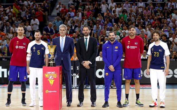 Rudy, Llull, Claver, Oriola and Ribas, along with Jorge Garbajosa and Antonio Martín. / Efe