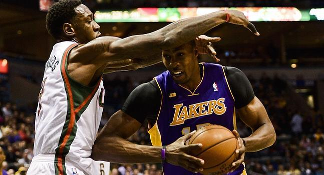 Los Lakers tropiezan en Milwaukee
