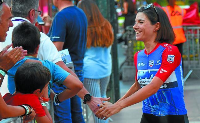 Ane Santesteban (Ciclista del WNT Rotor): «Podría sorprender en la bajada, pero hace falta tener piernas para arriba»