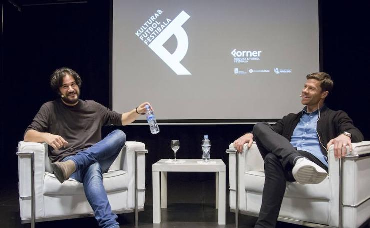 Xabi Alonso y Manuel Jabois estrenan a lo grande el festival Korner