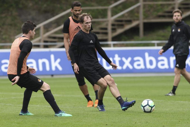 Primer entrenamiento de la Real Sociedad antes de ir al Camp Nou