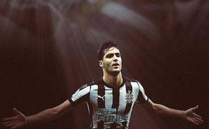 Mikel Merino se despide del Newcastle e Illarramendi le da la bienvenida a la Real Sociedad