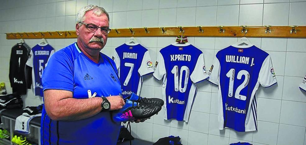 Mitxelo Olaizola cuelga las botas tras 37 años custodiando el vestuario de la Real Sociedad
