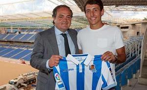 Mikel Oyarzabal firma con la Real Sociedad hasta 2024