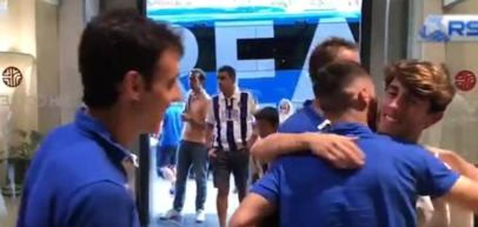 Odriozola visita a los jugadores de la Real Sociedad