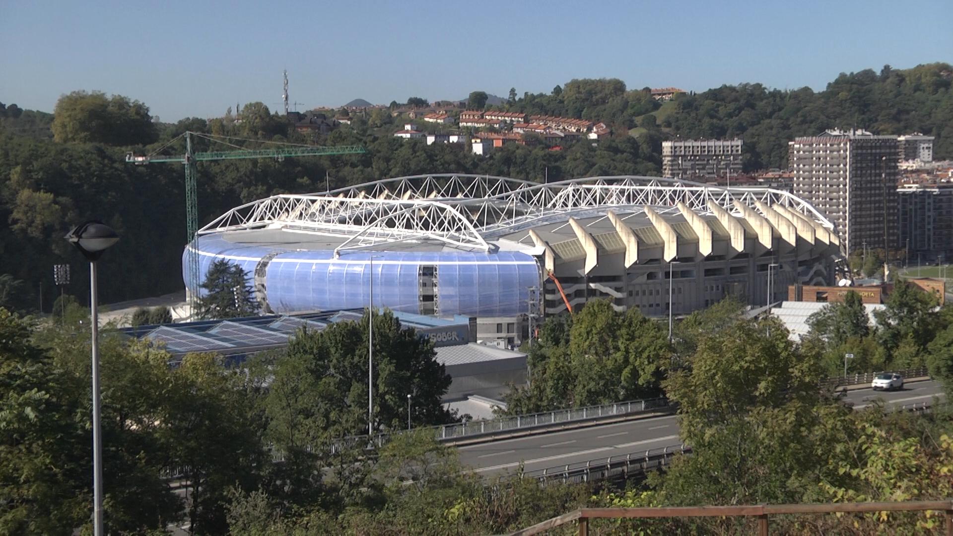 Finaliza la colocación del ETFE en la grada sur de Anoeta