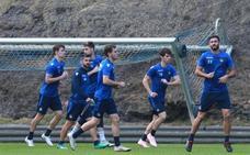Januzaj y Llorente, con el grupo en el entrenamiento de la Real Sociedad