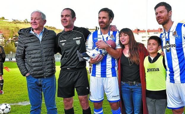 Real Sociedad  Cita de estrellas en el adiós de Mikel Alonso  e8b8d35228794